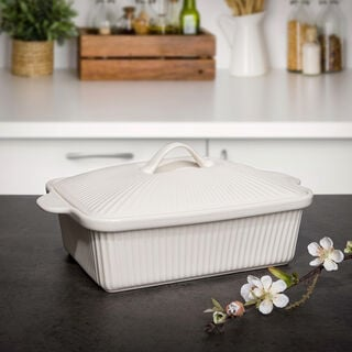 RECT. CASSEROLE WITH CERAMIC LID