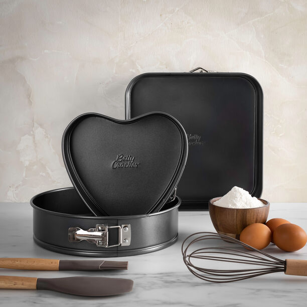 Vanilla Nonstick 3 Pieces Baking Pans Heart + Round + Square image number 0
