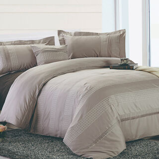 Cottage 4 Pieces Cotton Comforter Set Embroidered Pillow Shams King Size 250X240 Cm