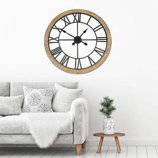 ساعة حائط لون أبيض