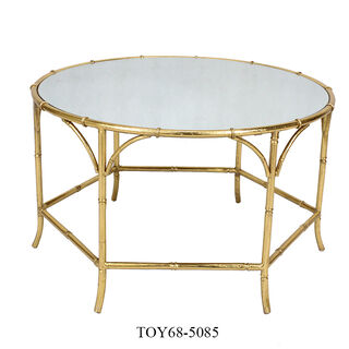 طاولة جانبية من الخيزران